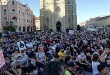 Photo of Novosađani se okupljaju na Trgu slobode (VIDEO)