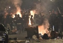 Photo of HAOS U NAPULJU: Hiljade Italijana ustalo protiv korona mera, žestoki sukobi sa policijom (VIDEO)