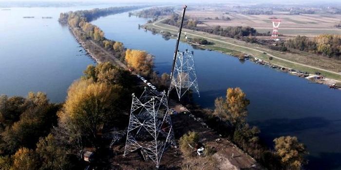 Photo of SPOJENI VELIKO GRADIŠTE I BELA CRKVA: Uprkos negodovanju meštana i  javnosti, postavljen dalekovod preko Dunava