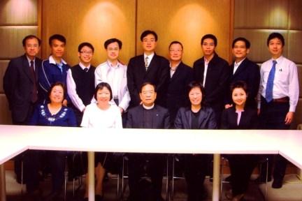 校董會開始有教師代表及家長代表加入。隨後,再加入校友代表。 (2003/2004學年)