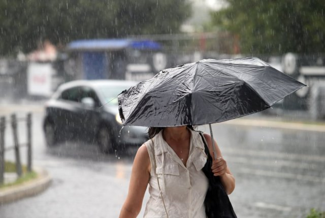 Nevrijeme zahvatilo okolicu Splita: Zahladilo za 14 stupnjeva, obilni  pljusak izazvao bujice - tportal
