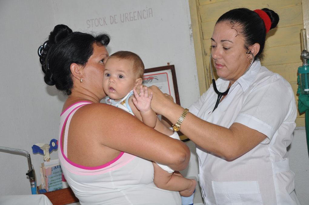 El mantenimiento y reparación de los consultorios, así como el rescate y ocupación de las viviendas por el médico y la enfermera, son parte de la reorganización del programa. fotos: Vicente Brito