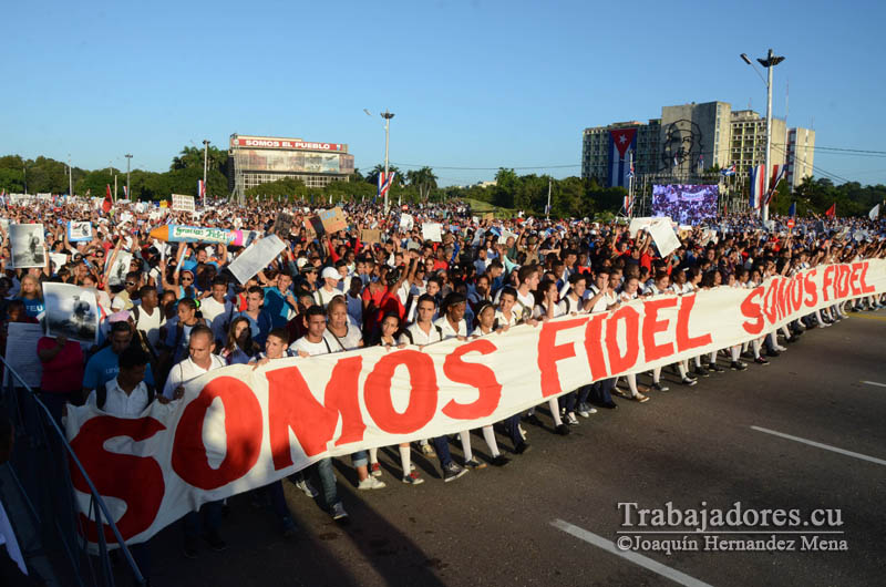 Cuban youth and the people in general pay tribute to Fidel Castro and reaffirm their support for the Cuban Revolution during the military and civil parade, on January 2, 2017