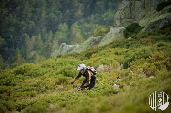 La Barranca descent. Descenso del valle de La Barranca en Navacerrada.