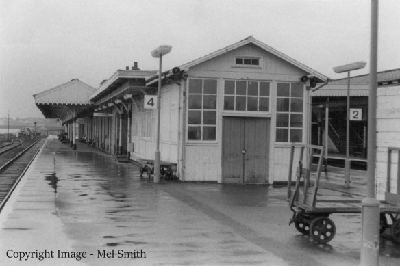 The southern end of platform 4 looking north. The building with the double doors was a lamp room, from where lighting in and around the station was maintained. Copyright Image - Mel Smith