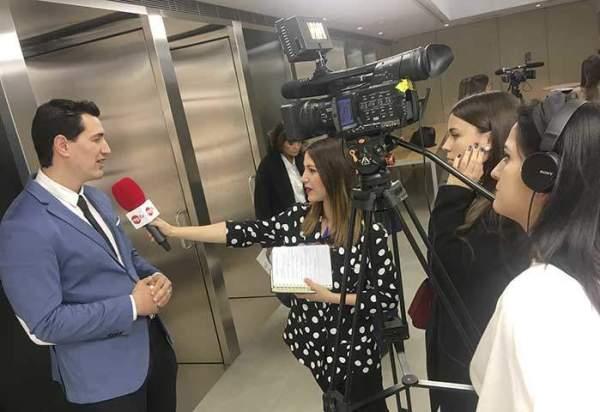 rueda de prensa desarrollo sostenible alumnas reporterismo