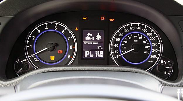 2011 Infiniti G25x Review gauges