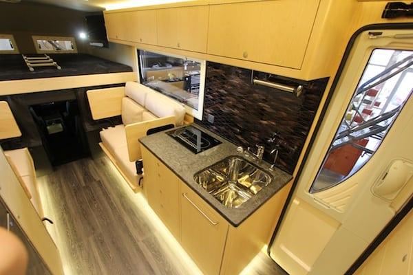 ford-earthroamer-xv-lt-cabin