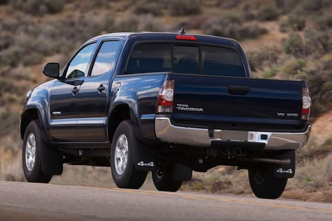 2015_Toyota_Tacoma_V6_4dr_Double_Cab_4WD-rear