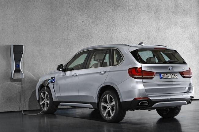 2016 BMW X5 xDrive40e Hybrid SUV rear charging