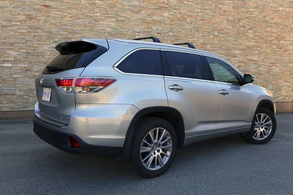 2016 Toyota Highlander Le V6 >> 2016 Toyota Highlander XLE Review: A Well-Appointed Mid ...