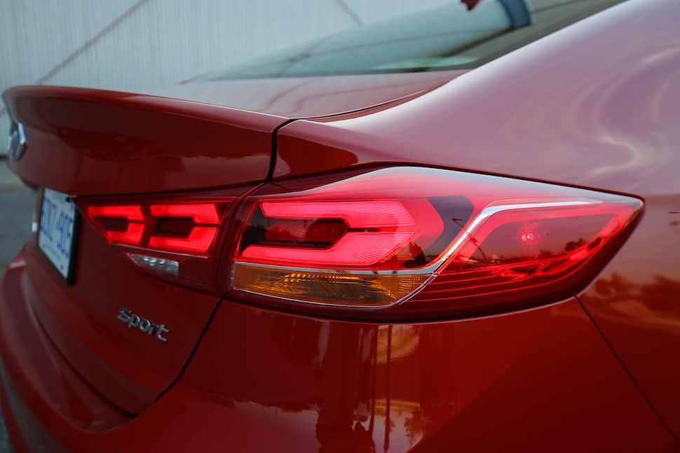 2017 Hyundai Elantra Sport Review -12