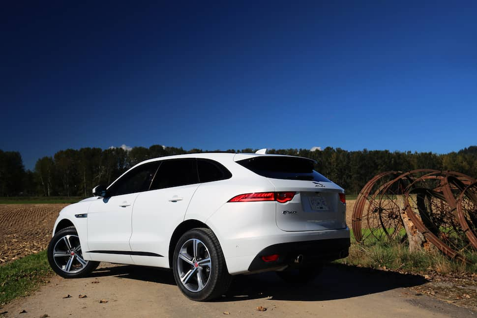 2017 jaguar f pace r sport review the latecomer. Black Bedroom Furniture Sets. Home Design Ideas