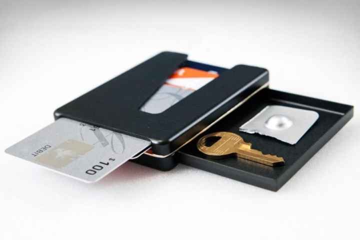 Vessel Wallet: Scroll Through Your Cards and Protect Your Stuff