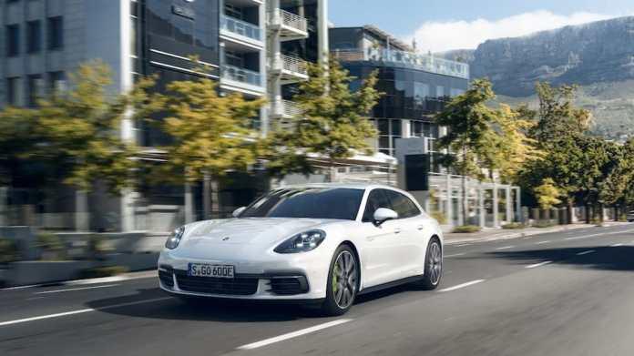 Porsche Panamera Sport Turismo front