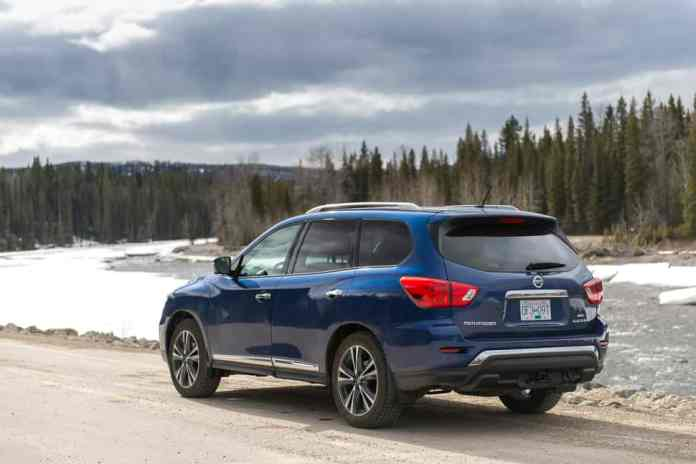 2017 nissan pathfinder platinum review (4 of 15)
