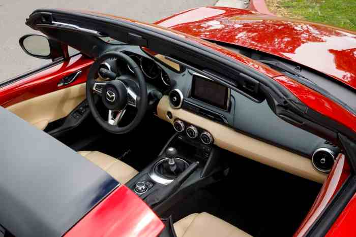 2017 Mazda MX-5 RF review cockpit