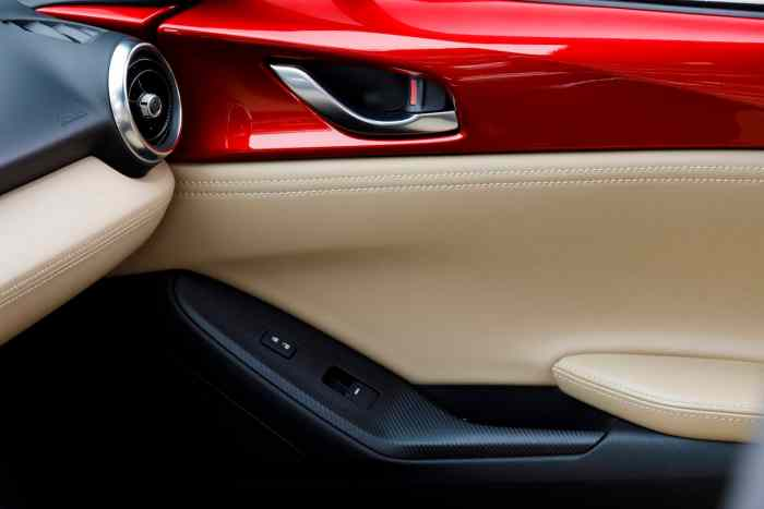 2017 Mazda MX-5 RF review door details