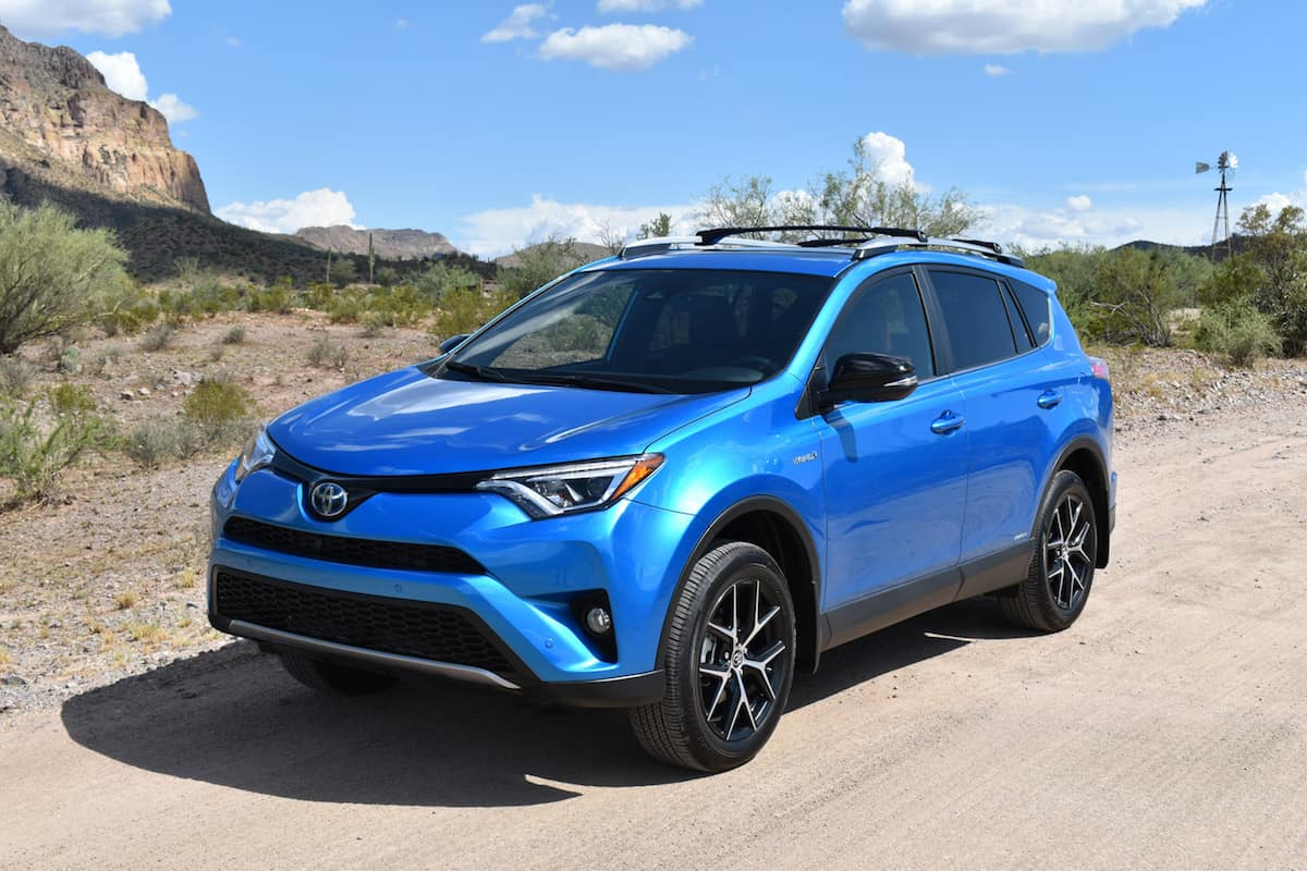 2017 toyota rav4 se hybrid review is fuel efficiency enough. Black Bedroom Furniture Sets. Home Design Ideas