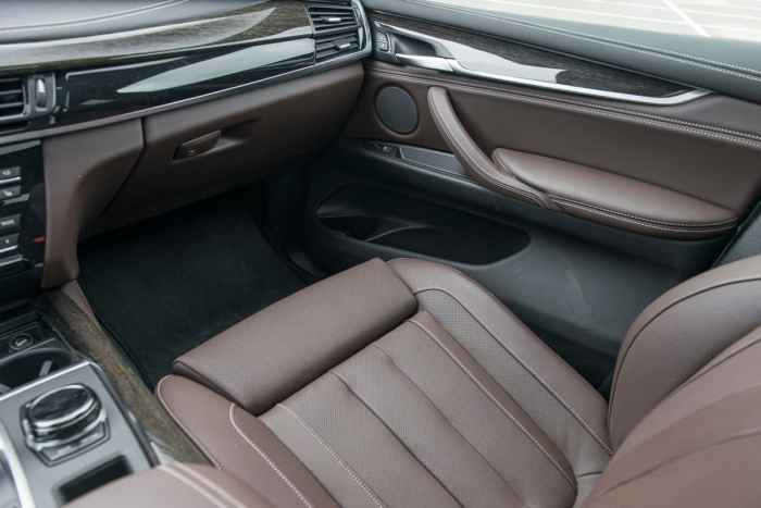 2017 BMW X5 xDrive40e iPerformance review passenger seat