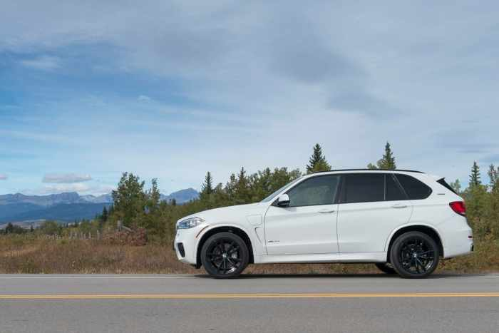 2017 BMW X5 xDrive40e iPerformance review sideview