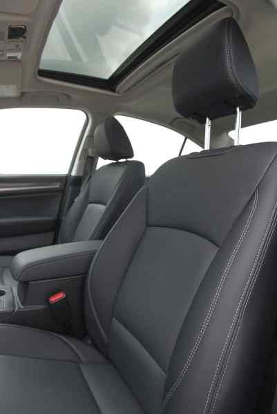 2018 Subaru Legacy Review front seats