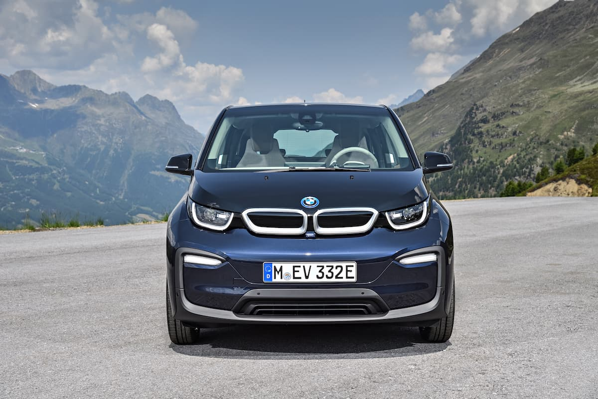 2017 BMW i3 Review blue front head on