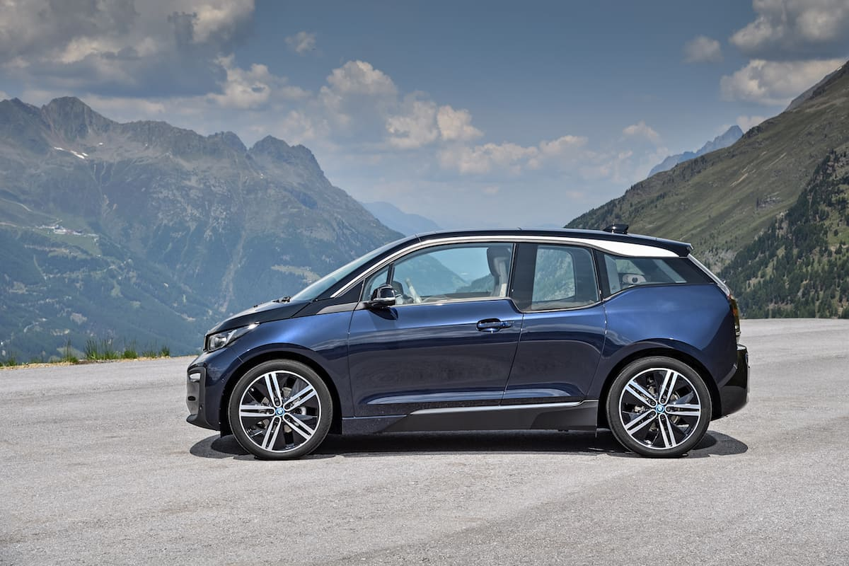 2017 BMW i3 Review blue sideview
