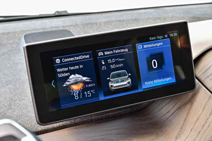2017 BMW i3 Review screen