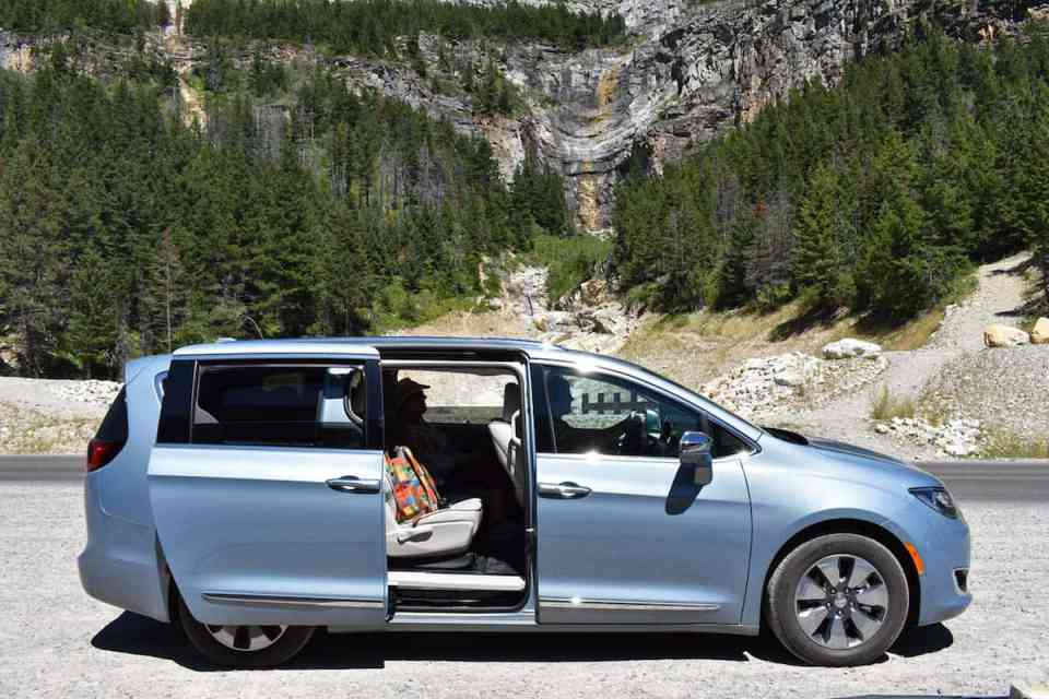 2017 Chrysler Pacifica Hybrid Review door open