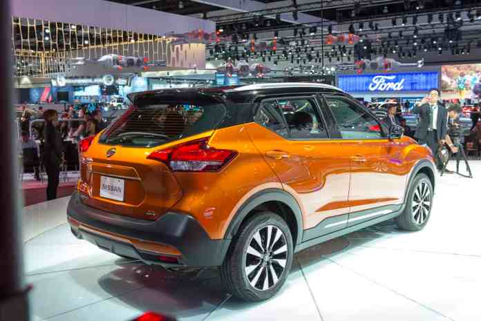 2018 nissan kicks orange rear view