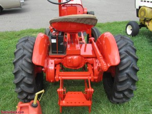 TractorData Economy Power King 14HP tractor photos