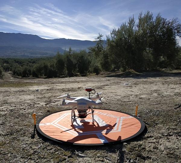 Dron multirrotor utilizado en proyecto DRONEOLIVE