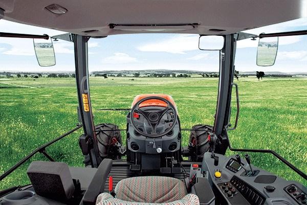 Cabina de Tractor Kubota M110 GX-II. Fuente: Kubota