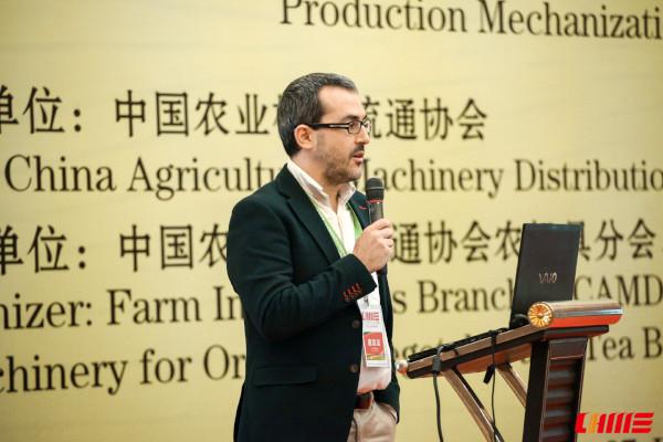 Profesor Luis Ruiz García en CIAME 2018, Wuhan