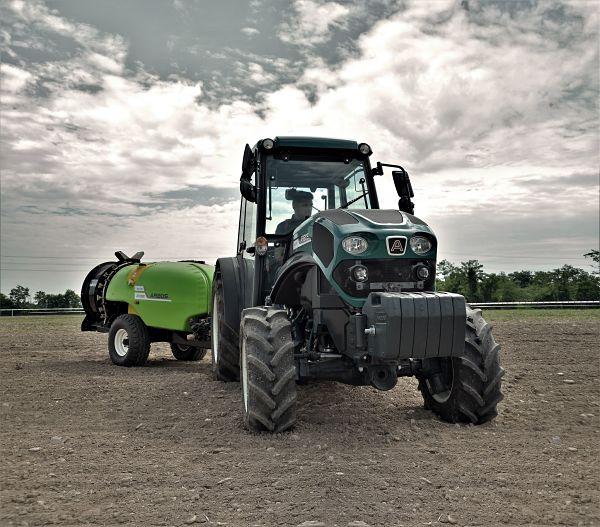 Tractor Arbos 4110Q en campo