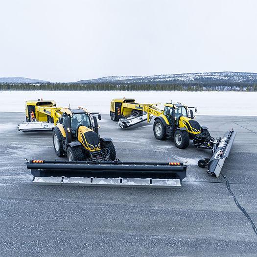 Tractores Valtra trabajando con hielo