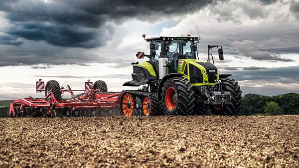 Tractor Claas Axion 900 con Terratrac