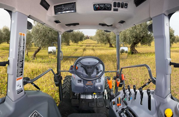 Cabina del tractor Kubota 5001N