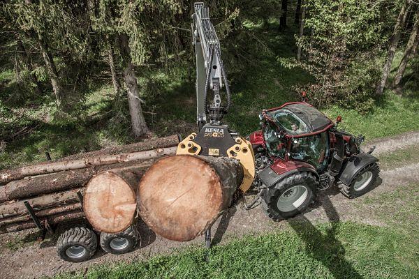 Tractor forestal reversible Valtra con Pala