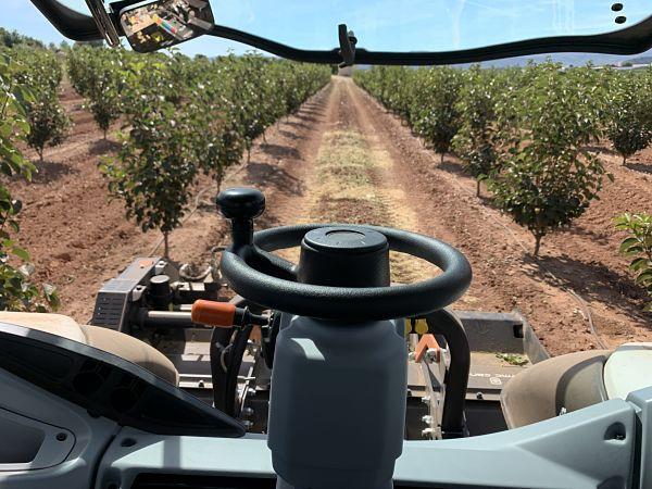 Vistas desde tractor Valtra, utilizando puesto de conducción trasero