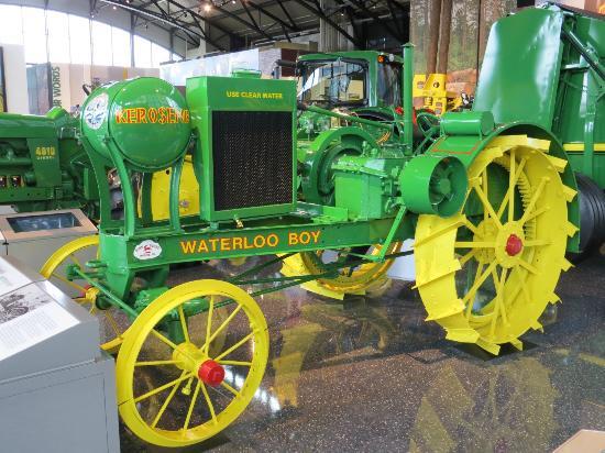 Waterloo Boy, primer tractor John Deere