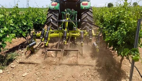 Cultivador viñedo de 9 brazos con intercepas hidraulico