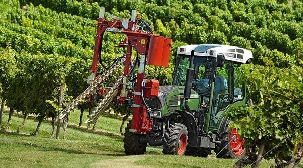 Tractor Fendt 210 V con cortadora