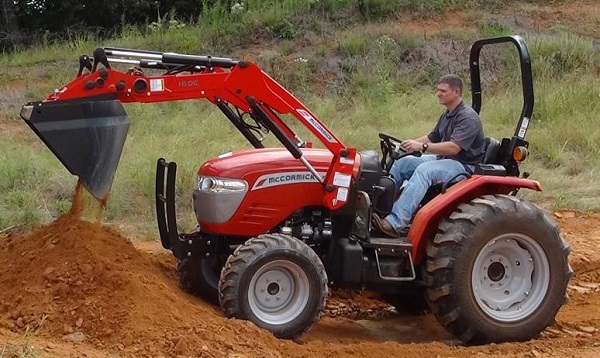 Tractor McCormick X1.35 con pala frontal