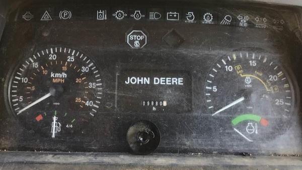Cuenta horas analógico de un John Deere