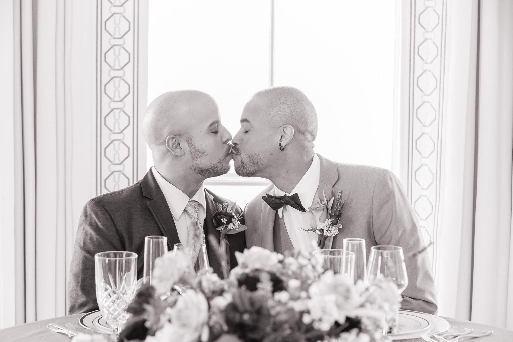 Eisenhower House, Newport, Rhode Island, Tracy Jenkins Photography, wedding, LGBTQ+, LGBT, Gay, Inclusive, Photography, Wedding photography, grooms, kiss