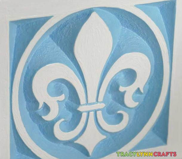 The decorative fleur de lis corner pieces then received a white top coat