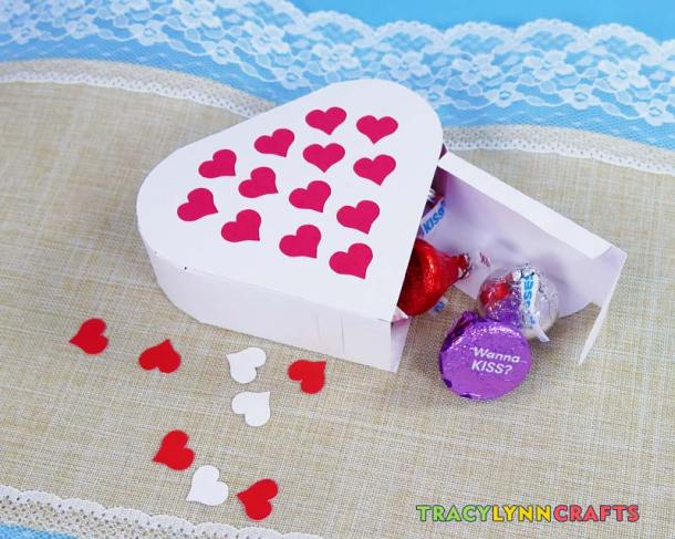 These filled heart boxes are a lovely favor for your party, wedding or shower