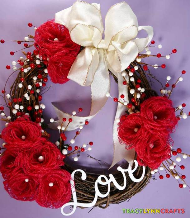 Loopy Burlap Flower Valentines Wreath is now complete